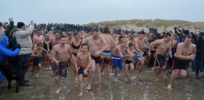 Nieuwjaarsduik-2015-texel-den-hoorn-6-sdw
