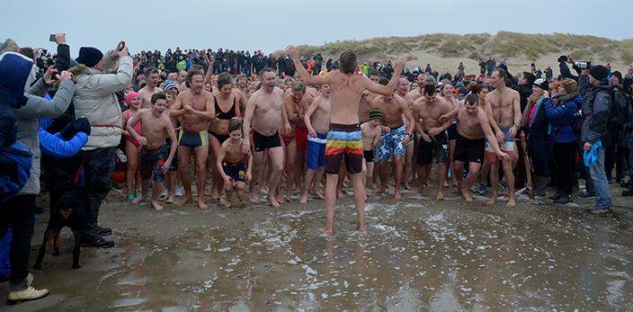 Nieuwjaarsduik-2015-texel-den-hoorn-5-sdw